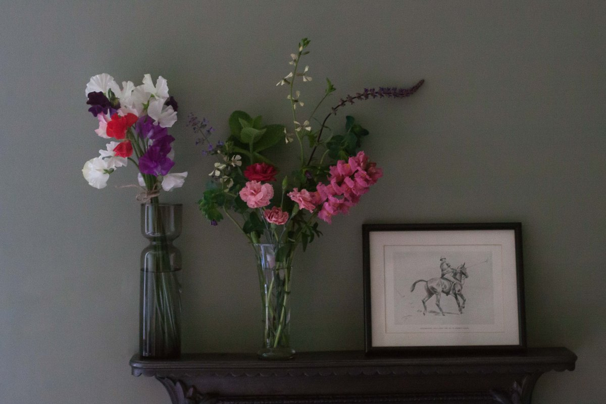 Vases in haste (and sweetpeas at last)